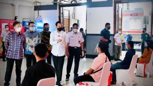 Jokowi Tinnjau Vaksinasi Bogor