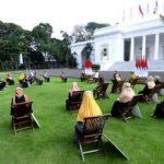 Presiden Jokowi Serahkan Bantuan Pelaku Usaha Mikro