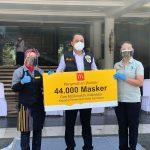 McDonalds Indonesia Serahkan Donasi 44.000 Masker untuk Kota Surabaya