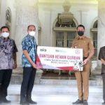 Semen Indonesia Pabrik Tuban Serahkan Hewan Kurban ke Pemkab