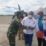 Komandan Lanud Yohanis Kapiyau Sambut Kedatangan Ketua PB PON XX 2021