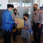 Wabup Bondowoso Serahkan Sembako Anak Yatim Korban Covid-19
