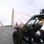 Presiden Jokowi Lintasi Jembatan Sei Alalak dengan Rantis P6 ATAV V1